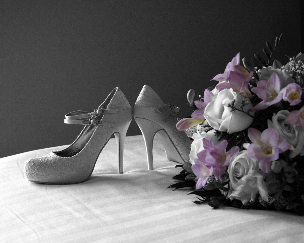 נעלי עקב או נעליים שטוחות המדריך לבחירת הנעליים המושלמות לכלה