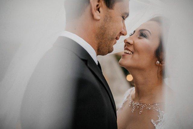 מתחתנים עם חיוך