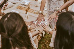 חוגגות בסטייל: רעיונות מקוריים להפקת מסיבת רווקות בבית